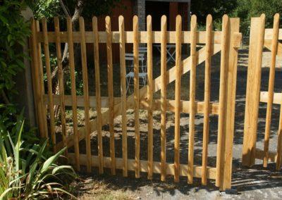 Clôture ganivelle panneaux bois portail châtaignier artisan Kastané